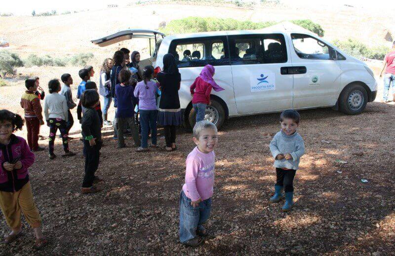 Una scuola mobile per i bambini profughi siriani for Mobile per bambini