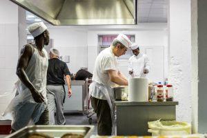 Cucina-preparazione-pranzo