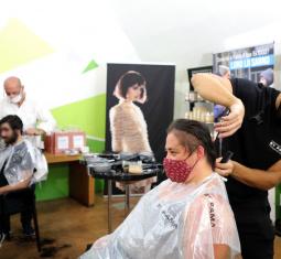 Una settimana di tagli di capelli gratuiti per le persone senza dimora