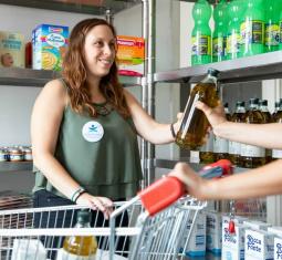 La Bottega Solidale, spesa in dono e socialità per 200 famiglie bisognose