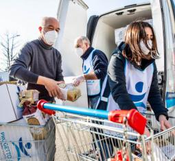 Ogni mese pacchi viveri e beni di prima necessità per 2.500 famiglie