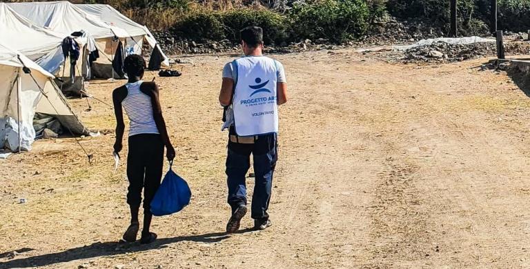 Lesbo, migliaia di persone hanno bisogno di aiuto