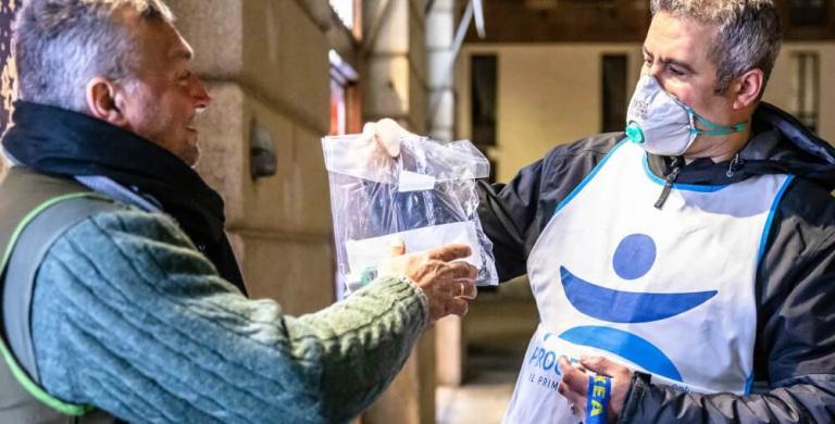 Coronavirus, Progetto Arca in strada ogni giorno per i senzatetto