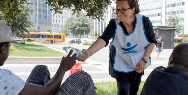 Emergenza caldo, in corso la distribuzione di 10mila bottigliette d'acqua fresca