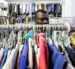 Al guardaroba di via Aldini, dove un abito aiuta a ricominciare