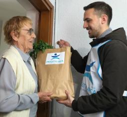 Prendersi cura degli anziani, partendo dal cibo. Vota il nostro progetto!